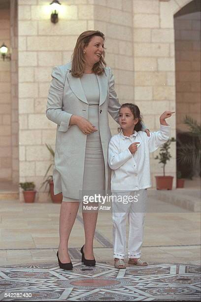 Soha and Zahwa Arafat in front of the presidentialpalace