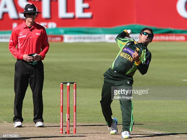 Sohail Tanvir bowling for Pakistan during the 1st One Day International match between South Africa and Pakistan at Sahara Park Newlands on November...
