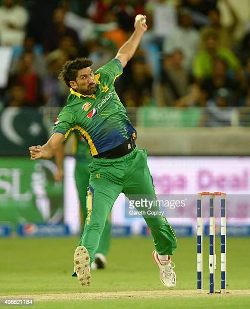 Sohail Tanvir of Pakistan bowls during the 1st International T20 match between Pakistan and England at Dubai Cricket Stadium on November 26 2015 in...