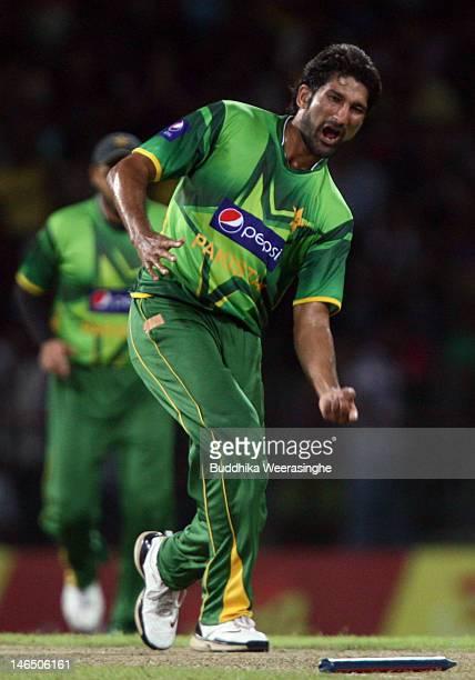 Sohail Tanvir of Pakistan celebrates taking the wicket of Sri Lankan batsman Tillakaratne Dilshan during the fifth one day international match...