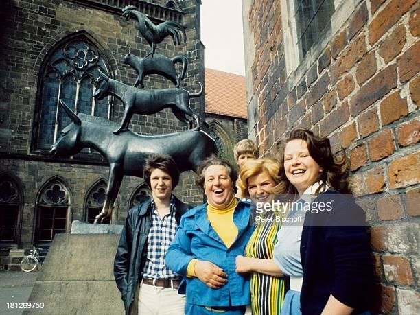 Sohn Hans Vater Heinz Eckner Sohn Frank Ehefrau Renate Tochter Gudrun Bremer Stadtmusikanten Stadtbummel Bremen Moderator