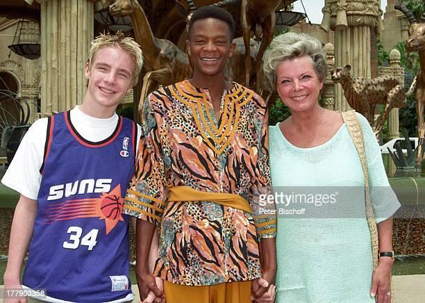 """Sohn Tristan, Hotel-Angestellter, Grit Boettcher , Luxus-Hotel """"The Palace of the Lost City"""", Sun City, Republik Südafrika, Vergnügung- und..."""