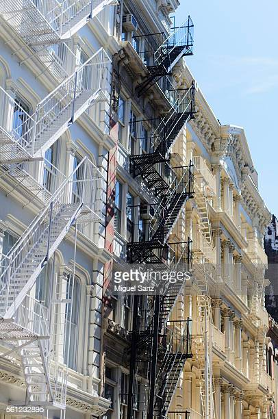 soho, cast iron buildings, the shopping streets - canal street manhattan stock pictures, royalty-free photos & images
