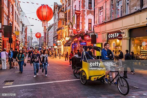 soho, chinatown, rickshaw in wardour street - ロンドン ソーホー ストックフォトと画像
