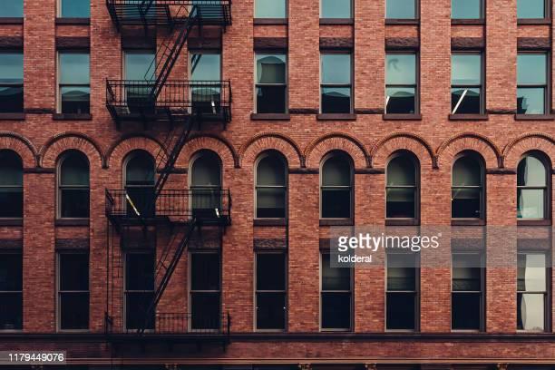 soho district apartment building , manhattan , new york - ニューヨーク ソーホー ストックフォトと画像