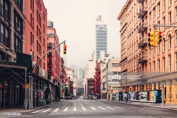 soho district empty street early morning , manhattan , new york - れんが造りの家 ストックフォトと画像