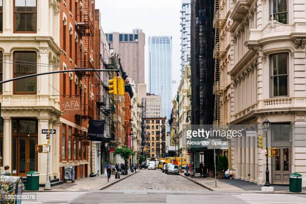 soho shopping district, new york city, usa - ニューヨーク ソーホー ストックフォトと画像
