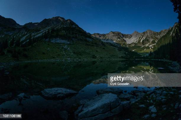 soierngruppe mountain range at night - mittenwald stock pictures, royalty-free photos & images