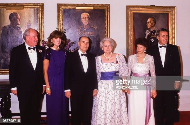 Soirée en l'honneur du président français et son épouse avec à gauche Maurice Sauvé Mila Mulroney François Mitterrand Jeanne Sauvé gouverneur général...