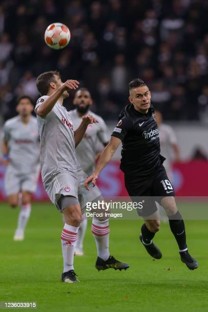 Sokratis Papastathopoulos and Rafael Borre of Eintracht Frankfurt battle for the ball during the UEFA Europa League group D match between Eintracht...