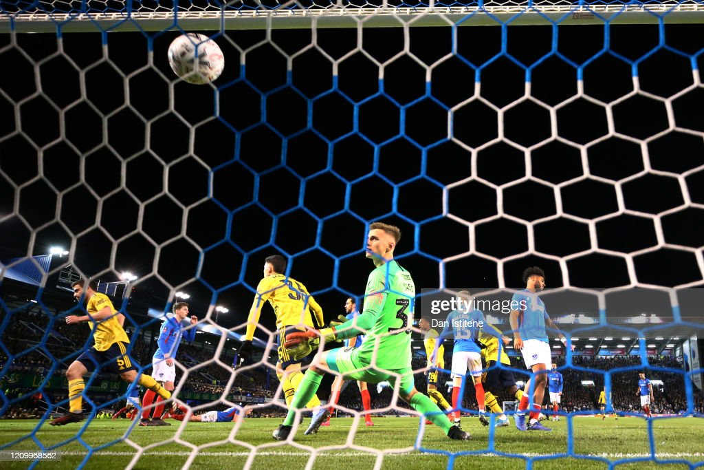 Portsmouth FC v Arsenal FC - FA Cup Fifth Round : ニュース写真
