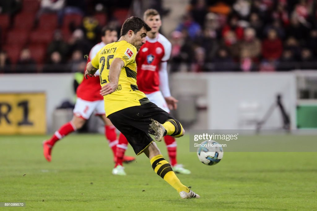 Sokratis Papastathopoulos #25 of Borussia Dortmund scores his team's first goal to make it 0-1 during the Bundesliga match between 1. FSV Mainz 05 and Borussia Dortmund at Opel Arena on December 12, 2017 in Mainz, Germany.
