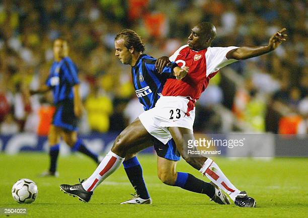 Sol Campbell of Arsenal battles for the ball with Van Der Meyde of Inter Milan during the UEFA Champions League First Stage Group B match between...