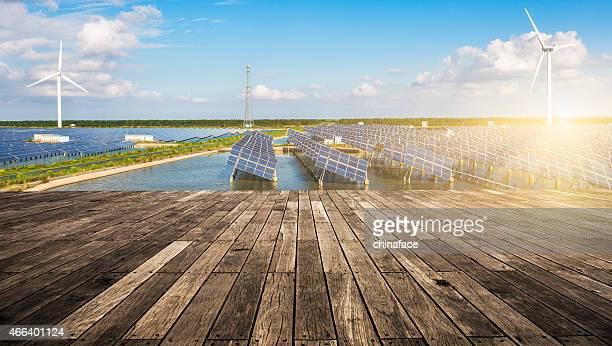 Energía solar panels y turbinas eólicas