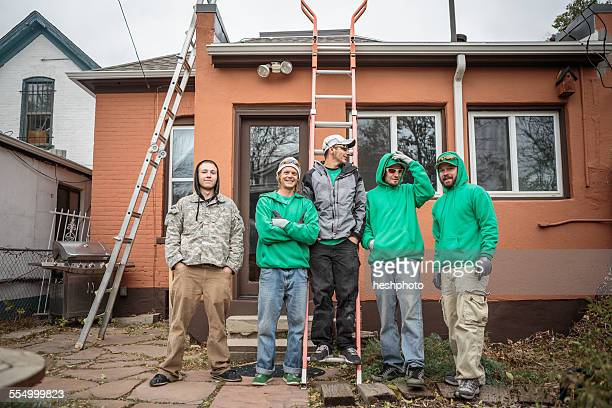 solar panel installation crew outside a house - heshphoto stock pictures, royalty-free photos & images