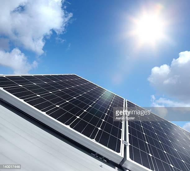 solar panel - panel solar fotografías e imágenes de stock
