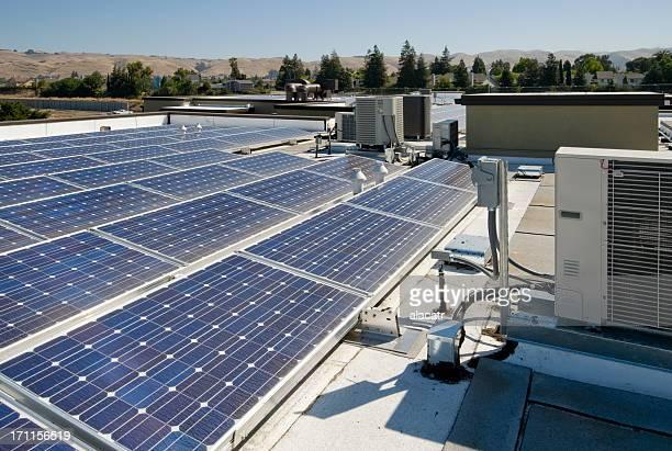 Auf dem Dach mit Solarenergie Installation