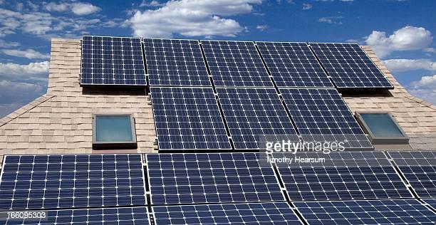 solar panels on home rooftop - timothy hearsum - fotografias e filmes do acervo