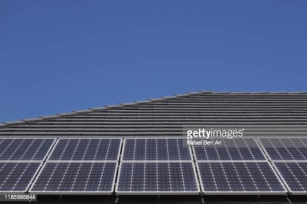 solar panels on house roof - rafael ben ari foto e immagini stock