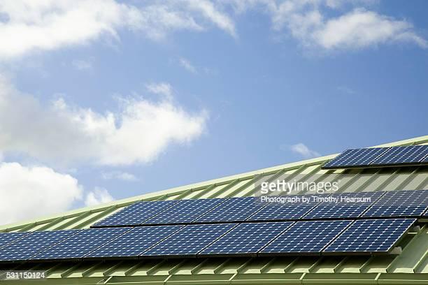 solar panels on rooftop - timothy hearsum stockfoto's en -beelden