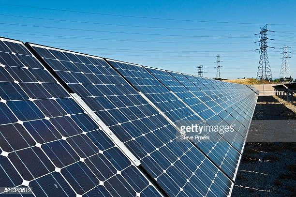 solar panels - panel solar fotografías e imágenes de stock