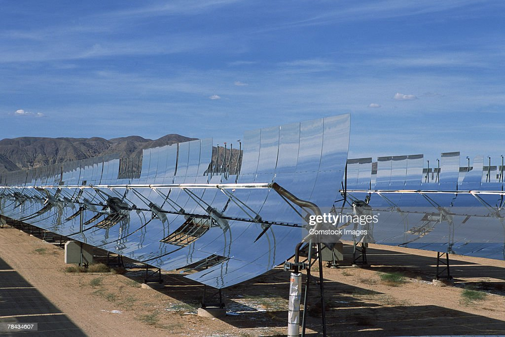 Solar powered reflective mirrors , Daggett , California : Stockfoto