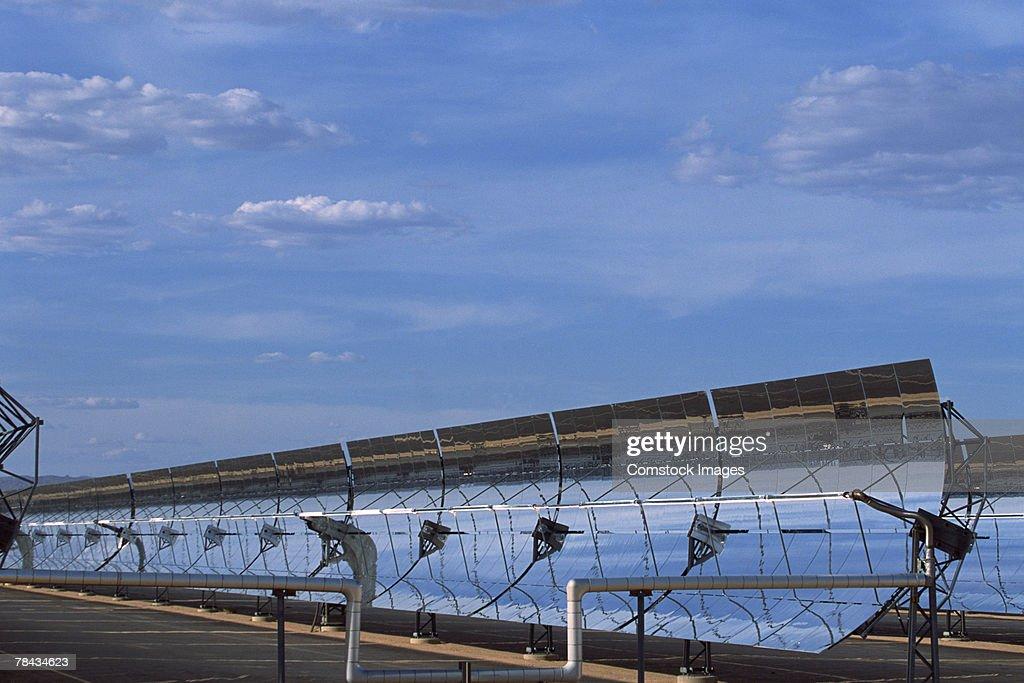 Solar powered reflective mirrors , Daggett , California : Stockfoto