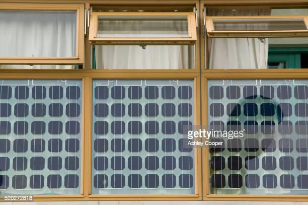 solar windows at bedzed - bedzed fotografías e imágenes de stock