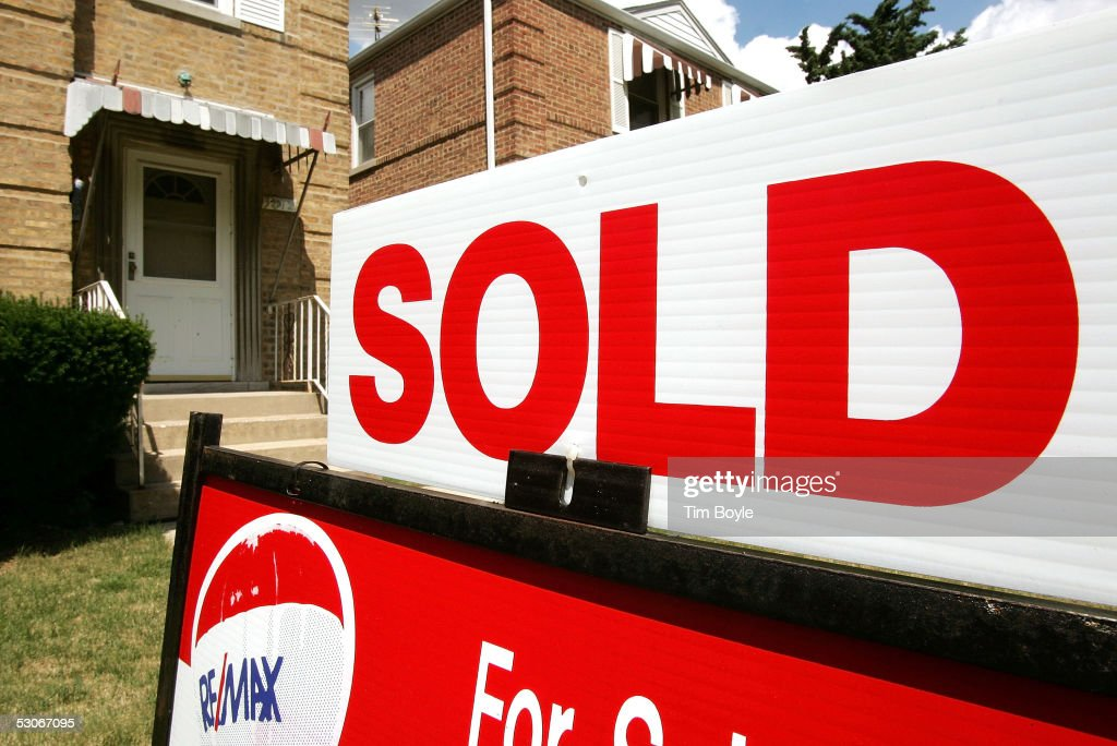 Unusually Low Mortgage Rates Cause Housing Market Boom : News Photo