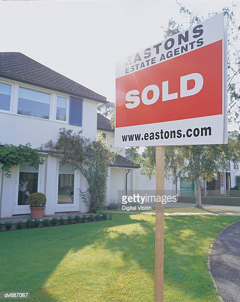 'sold' sign posted in front of a house - sold single word stock pictures, royalty-free photos & images