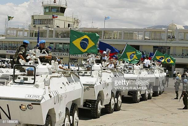 Soldados del ejercito brasileno que se encuentra en mision de paz en Haiti transportan en carros blindados a los jugadores de la seleccion brasilena...