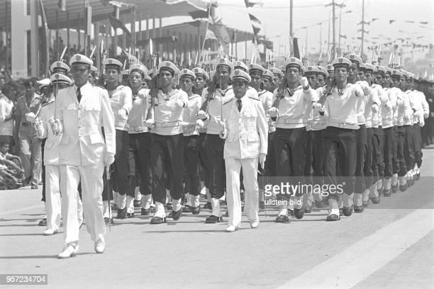 Soldaten der libyschen Streitkräfte bei einer Militärparade in Bengasi im September 1979 anlässlich des 10 Jahrestages des Sturzes der Monarchie