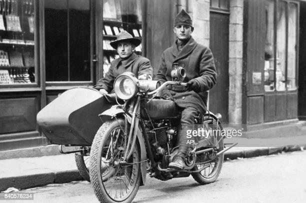 Soldats américain sur un sidecar pendant la Première Guerre Mondiale en France