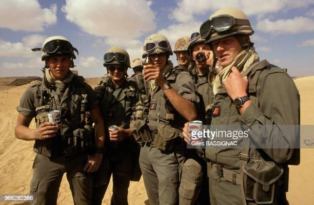 Soldats du 11e regiment d'artillerie de Marine - RAMA - de la 9e division d'infanterie de Marine - DIMA - le 21 fevrier 1991 en Arabie Saoudite.