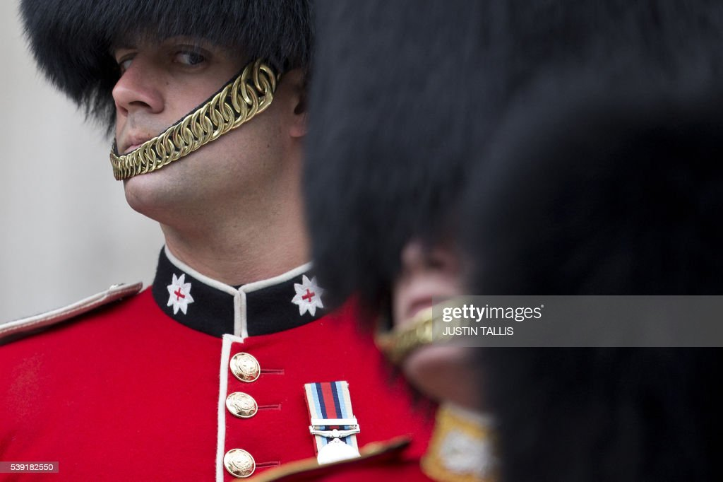 TOPSHOT - A soldier from The Coldstream Guards moves into position ahead of a service of thanksgiving for the 90th birthday of Britain's Queen Elizabeth II at St Paul's Cathedral in London on June 10, 2016, which is also the Duke of Edinburgh's 95th birthday. Britain started a weekend of events to celebrate the Queen's 90th birthday. The Queen and the Duke of Edinburgh along with other members of the royal family will attend a national service of thanksgiving at St Paul's Cathedral on June 10, which is also the Duke of Edinburgh's 95th birthday. / AFP / JUSTIN