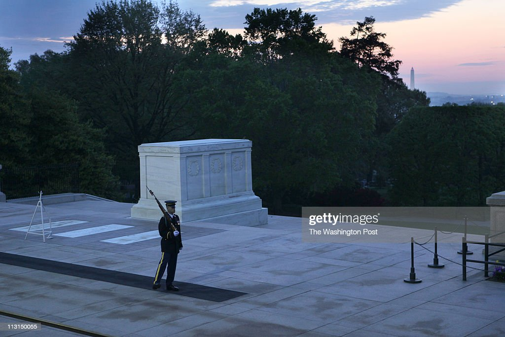 Easter Sunrise Service at Arlington National Cemetery Amnphitheater : News Photo
