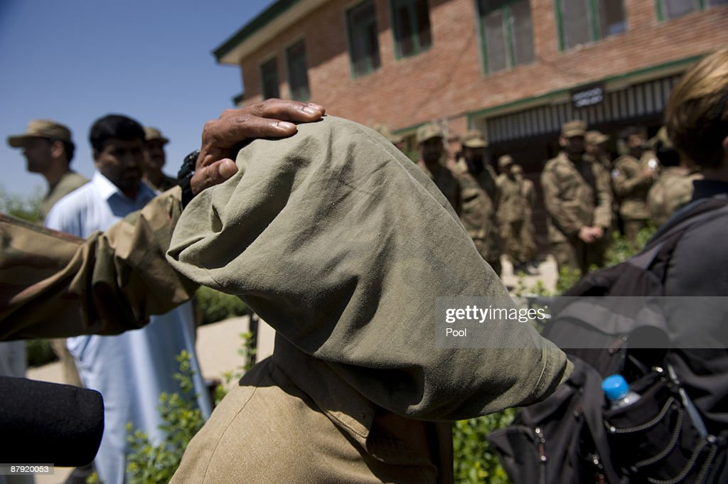 Pakistani Troops Operate In Swat Valley : News Photo