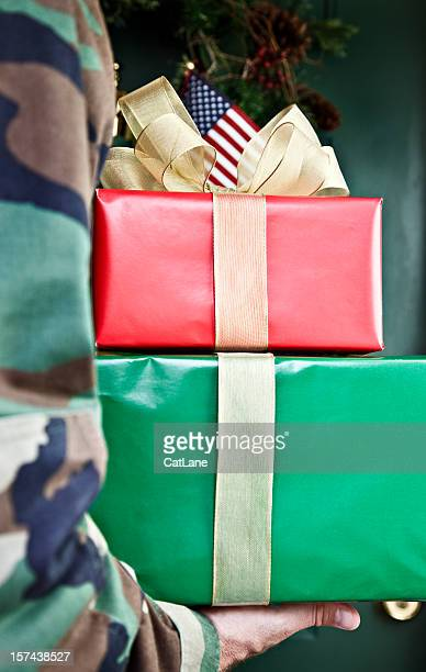 soldier home for the holidays - army christmas stock pictures, royalty-free photos & images