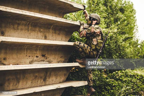 soldier in action - air soft gun foto e immagini stock