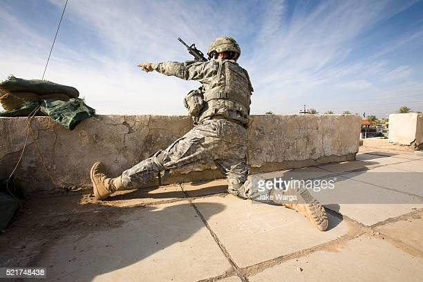 soldier in sniper position on rooftop - jake warga stock pictures, royalty-free photos & images