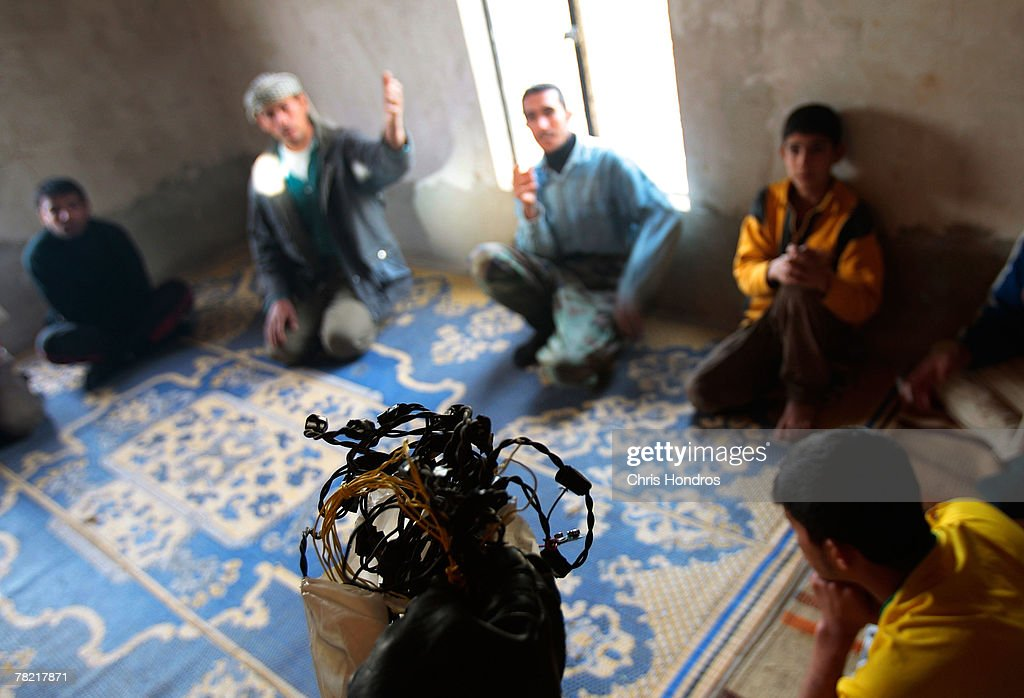 U.S. Soldiers Raid Iraqi Homes In Diyala Province : News Photo