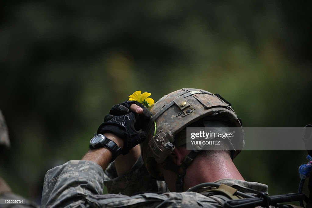 A US soldier of Charlie Company 2-508 PI : News Photo