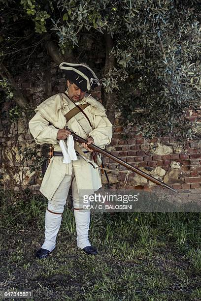 Soldier of the 4th Massachusetts Regiment cleaning his muzzleloading rifle American Revolutionary War 18th century Historical reenactment