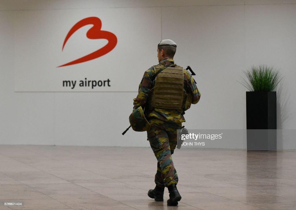 TOPSHOT-BELGIUM-ATTACKS-AIRPORT : ニュース写真