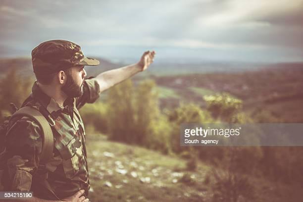 Soldat montrer le chemin