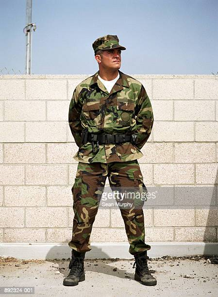 soldier standing gaurd at military base - honor guard stock pictures, royalty-free photos & images