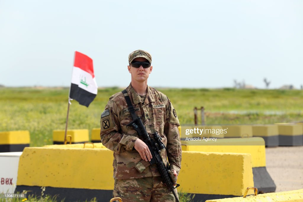 US-led coalition transfers military airbase to Iraq : Nieuwsfoto's