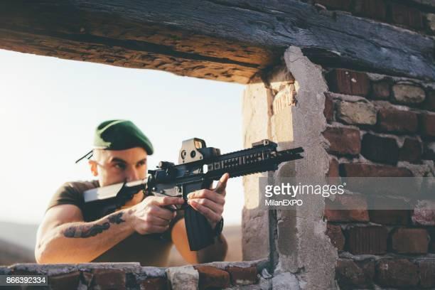 Soldat sous abri