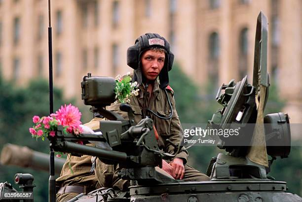 Soldiers and tanks moved to Red Square to surround the Kremlin at the beginning of the coup. By the end of the coup, much of the military decided to...