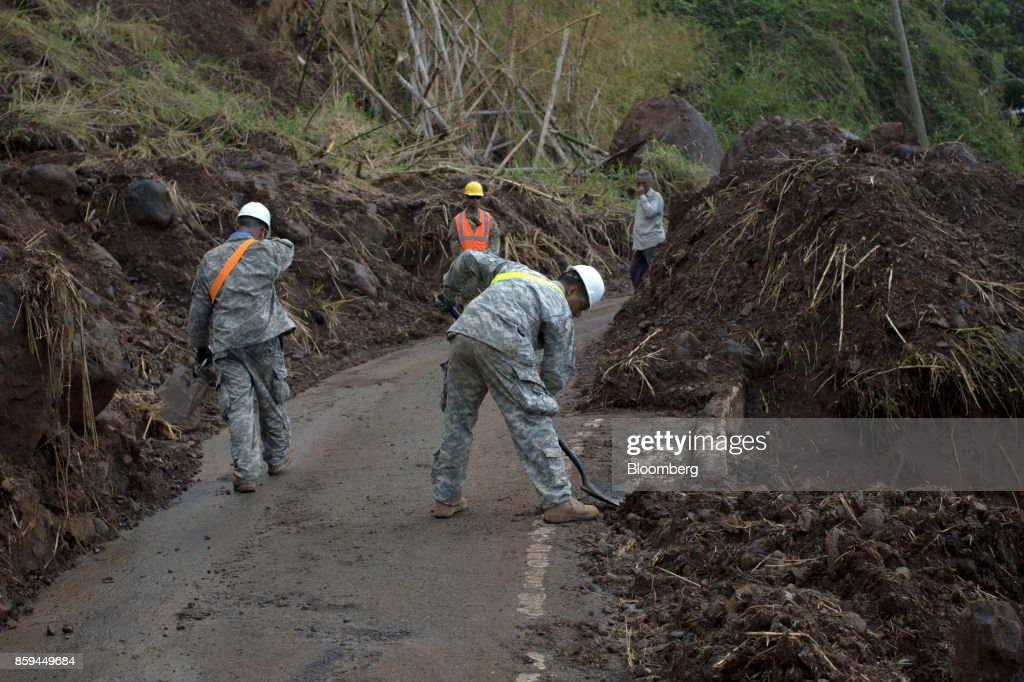 Soldiers In The U.S. Army Reserves Deliver Aid As Senators Pledge To Support Long-Term Puerto Rico Rebuilding : News Photo